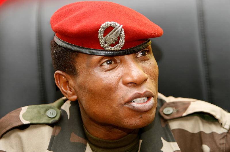 Moussa Dadis CamaraMoussa Dadis Camara, von 2008 bis 2009 Machthaber in Guinea. Porträt in Militäruniform mit roter Armeemütze.